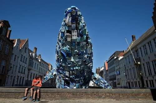 وال عظیمالجثه ساخته شده از 5 تن پلاستیک رها شده در اقیانوس /شهر بروگس بلژیگ/ خبرگزاری فرانسه