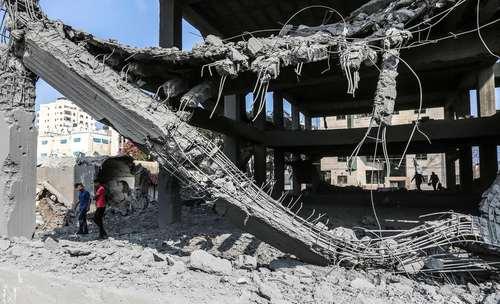ساختمانی تخریب شده در اثر حمله هوایی اسراییل به باریکه غزه