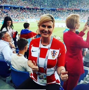 رییس جمهوری کرواسی روی سکوهای تماشاگران کرواسی در استادیوم شهر سوچی روسیه/ تصاویر همگی از صفحه اینستاگرام اوست.