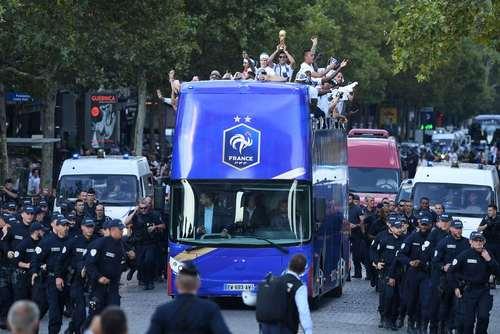 استقبال از تیم ملی فوتبال فرانسه پس از بازگشت به خانه/ پاریس/ خبرگزاری فرانسه