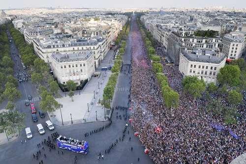 جشن قهرمانی فرانسه  عکس ها از : خبرگزاری فرانسه، آناتولی، گتی ایمجز و EPA