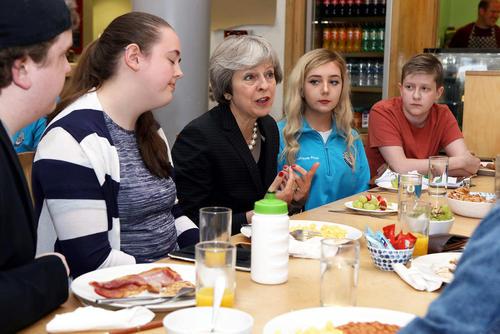 دیدار گروهی از فعالان جوان ایرلند شمالی با نخست وزیر بریتانیا / بلفاست