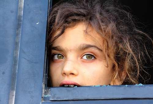 بازگشت شهروندان محاصره شده در دو روستای شیعه نشین فوعه و کفریا به مناطق تحت کنترل دولت سوریه در استان حلب / خبرگزاری فرانسه