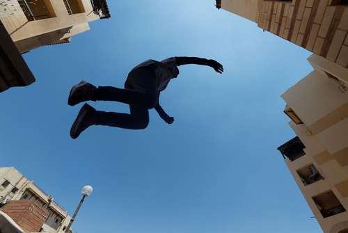 تمرین پارکور در شهر قاهره مصر/ رویترز