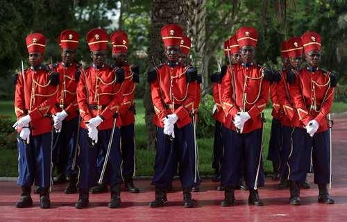 گارد تشریفات در انتظار ورود رییس جمهوری چین به کاخ ریاست جمهوری سنگال در شهر داکار/ رویترز