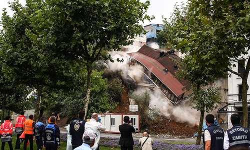 ریزش یک ساختمان در اثر رانش زمین در استانبول / آناتولی