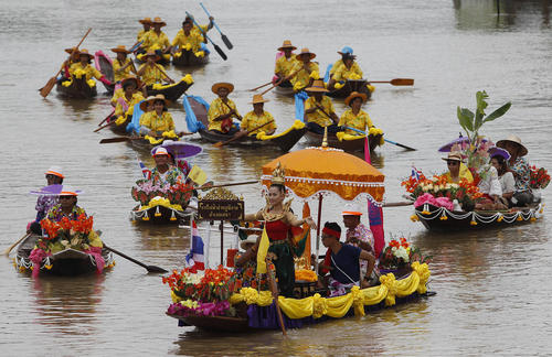 برگزاری یک جشنواره آیینی بودایی در تایلند