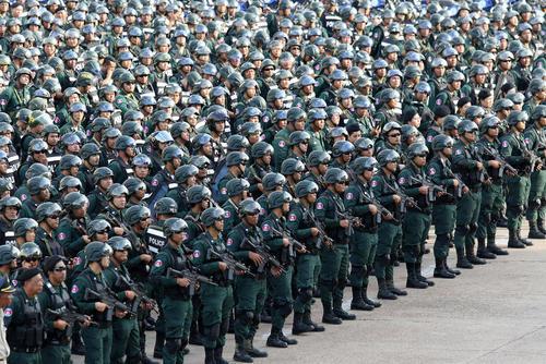 گردهمایی بزرگ نیروهای پلیس کامبوج پیش از برگزاری انتخابات سراسری در این کشور/ پنوم پن/ شینهوا