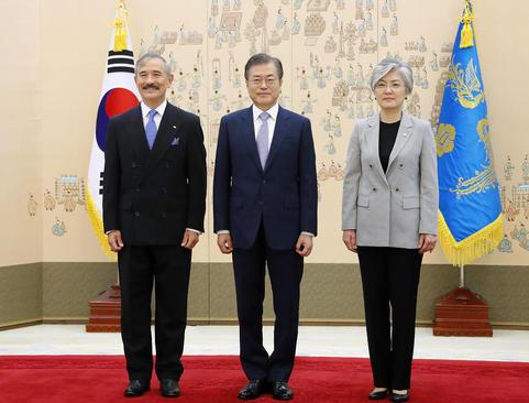 دیدار سفیر جدید آمریکا در کره جنوبی با رییس جمهوری کره جنوبی و تقدیم استوارنامه/ سئول/ یونهاپ