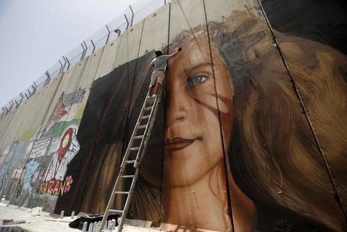 نقاش ایتالیایی در حال نقاشی کردن چهره