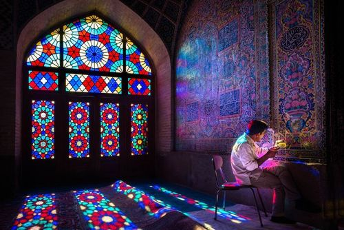 ترمیم کاشیهای مسجد نصیرالملک شیراز/ عکس روز وب سایت