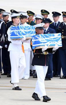 تحویل بقایای 55 جسد سرباز آمریکایی کشته شده در جنگ دو کره از سوی کره شمالی به همسایه جنوبی
