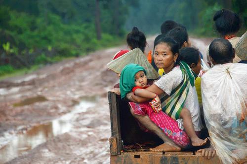 فرار سیلزدگان لائوس به مناطق امن / شینهوا و رویترز