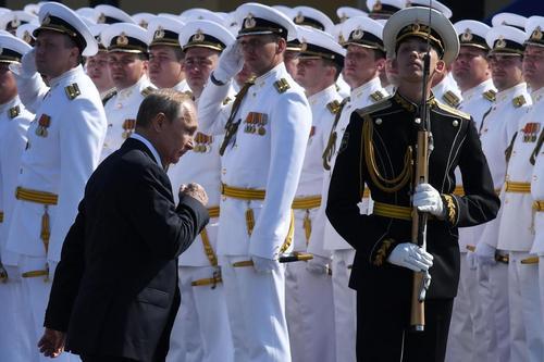 حضور ولادیمیر پوتین در جشن روز نیروی دریایی روسیه در سنت پترز بورگ/ خبرگزاری فرانسه