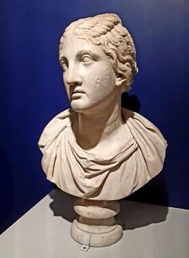 سر ایزد بانو معروف به نیوبه ایتالیا قرن 1 یا 2 میلادی سنگ مرمر