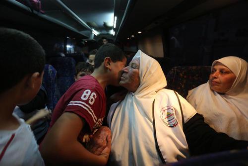 بدرقه زائران مکه در غزه