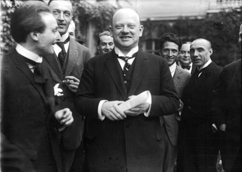 گوستاو اشترزمان، مرد بزرگ و دوستداشتنی آلمان که در سختترین زمان صدراعظم شد و مبانی حل بحران را فراهم آورد. او سالهای 1922 تا 1929 وزیر امور خارجۀ آلمان بود.