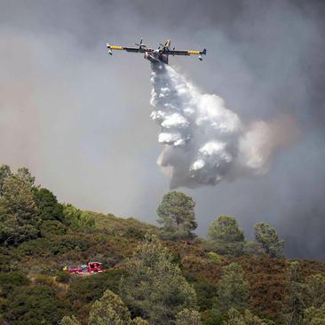 تلاش برای مهار آتش سوزی جنگلهای ایالت کالیفرنیا آمریکا