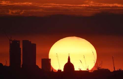 غروب آفتاب در لندن/ رویترز