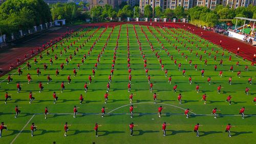 تمرین هنرهای رزمی در مدرسهای در چین