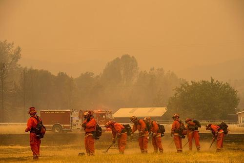 عملیات اطفاء آتش در جنگلهای ایالت کالیفرنیا آمریکا