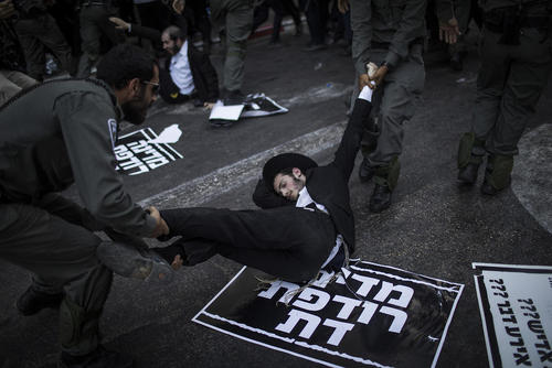 دستگیری معترضان به سربازی اجباری طلبههای یهود در اسراییل/ خبرگزاری آلمان