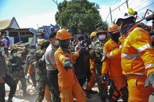 عملیات امداد و نجات زلزلهزدگان اندونزی