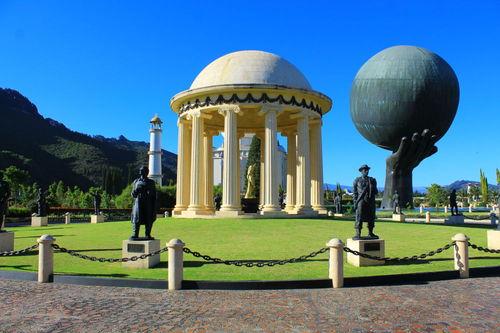 پارک تفریحی Jaime Duque Park در کلمبیا
