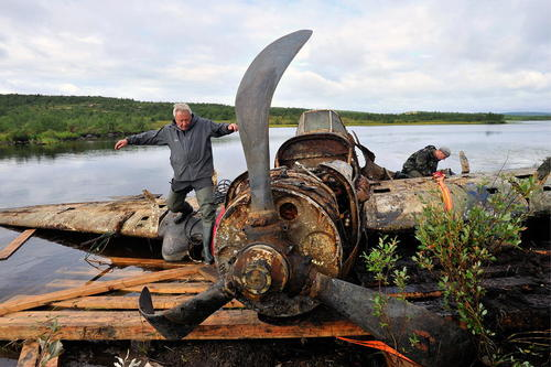 بیرون کشیدن یک هواپیمای ملخی متعلق به دوران جنگ دوم جهانی از قعر دریاچهای در مورمانسک روسیه/ ایتارتاس