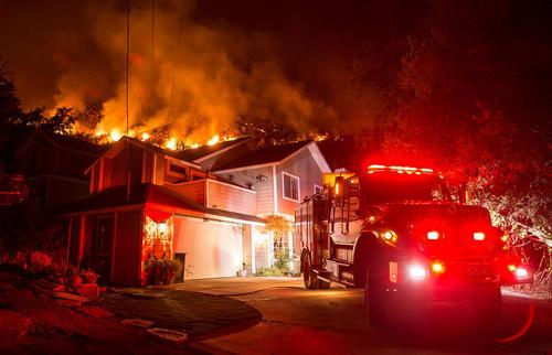 ادامه آتش سوزی جنگلی در ایالت کالیفرنیا آمریکا