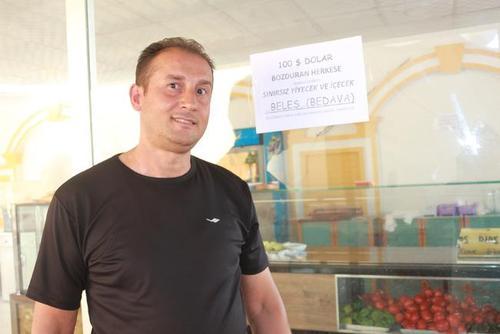 رستورانی که به مشتریان در ازای ارایه رسید تبدیل 100 دلاری غذای رایگان می دهد.عکس: سی ان ان ترک
