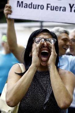 تظاهرات علیه کم آبی و عدم توزیع آب آشامیدنی در شهر والنسیا ونزوئلا