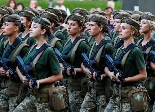 تمرین رژه روز استقلال اوکراین در شهر کی یف/ رویترز