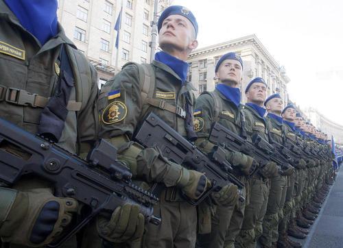 تمرین رژه روز استقلال در مرکز شهر کییف اوکراین. 24 آگوست (جمعه 2 شهریور 97) بیست و هفتمین سالگرد استقلال اوکراین است.