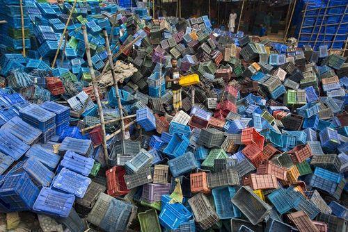 کارخانه بازیافت ظروف پلاستیکی در شهر داکا بنگلادش/ عکس روز وب سایت