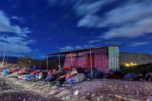 پناهجویان ونزوئلایی در خواب شبانه در مرز اکوادور/ خبرگزاری فرانسه