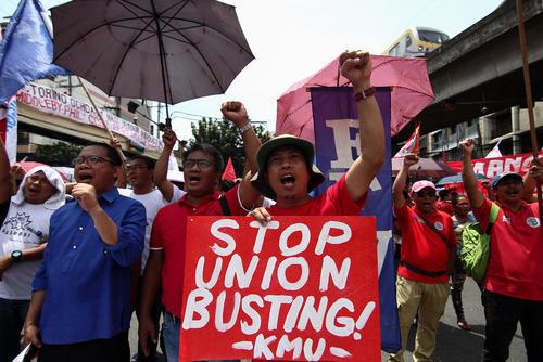 تظاهرات کارگران و اعضای اتحادیه های کارگری فیلیپین با درخواست حداقل حقوق 14 دلار آمریکا برای کار روزانه در شهر مانیل