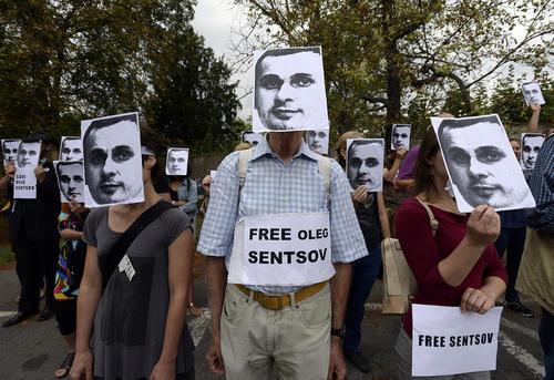 تظاهرات در مقابل سفارت روسیه در شهر پراگ در اعتراض به بازداشت