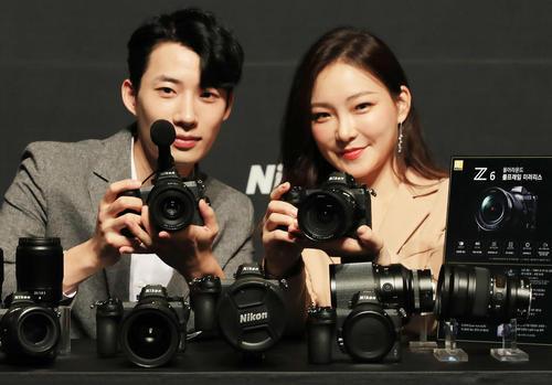 رونمایی از دوربینهای جدید شرکت کرهای نیکون در شهر سئول/ یونهاپ