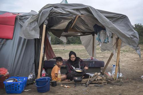 چادرهای اسکان پناهجویان پاکستانی و افغان در مرز بوسنی و کرواسی