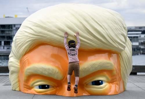 نیمه بالای صورت دونالد ترامپ در شهر سیدنی استرالیا