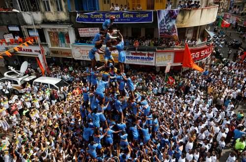 درست کردن هر انسانی در جریان همین جشنواره در شهر بمبئی/ رویترز