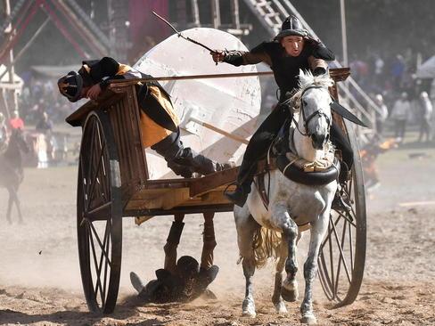 مسابقه اسب سواری در مسابقات دوسالانه بازیها و ورزشهای بومی در قرقیزستان