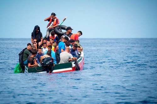 نجات پناهجویان در دریای مدیترانه از سوی گارد ساحلی اسپانیا