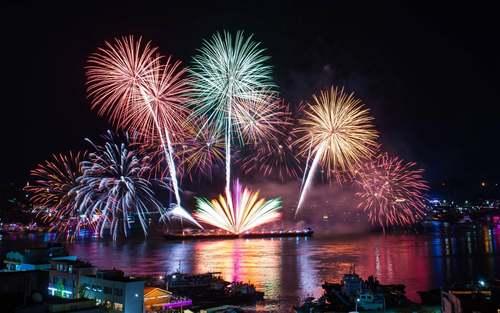 جشنواره سالانه آتشبازی در شهر