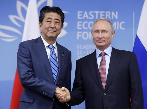 دیدار نخست وزیر ژاپن با رییس جمهوری روسیه در ولادی وستک روسیه/ ایتارتاس