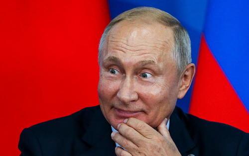 پوتین در حاشیه مراسم امضای تفاهمنامه همکاری با رییس جمهوری چین در ولادی وستک