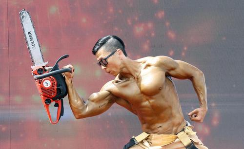 یک آتشنشان اهل کره جنوبی در مسابقات جهانی آتشنشانان در شهر چونگیو کره جنوبی/ یونهاپ