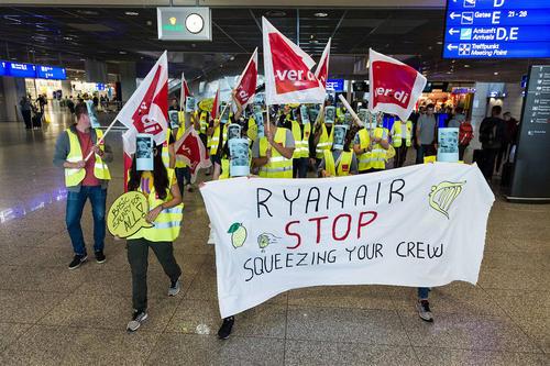 تظاهرات و اعتصاب 24 ساعته کارکنان شرکت هواپیمایی