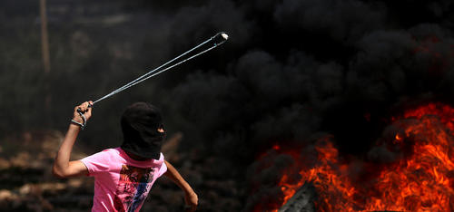 تظاهرات هفتگی جوانان فلسطینی علیه اسراییل در شهر نابلس در کرانه غربی